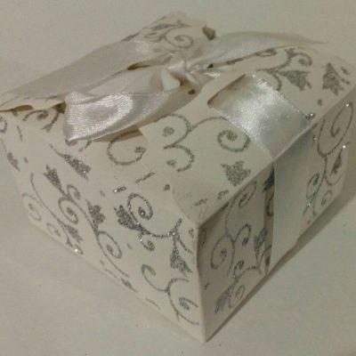 Подарочная коробочка из картона