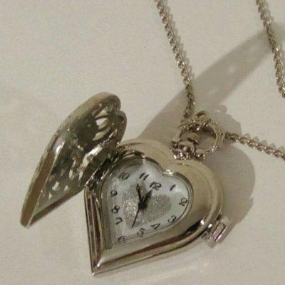 Карманные часы на цепочке в форме сердца