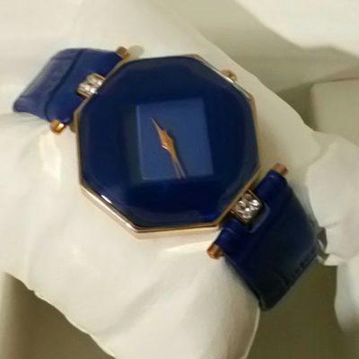 Женские наручные часы ромбической формы