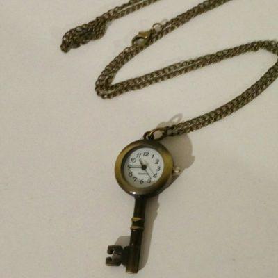 Маленькие часы-брелок в форме ключика